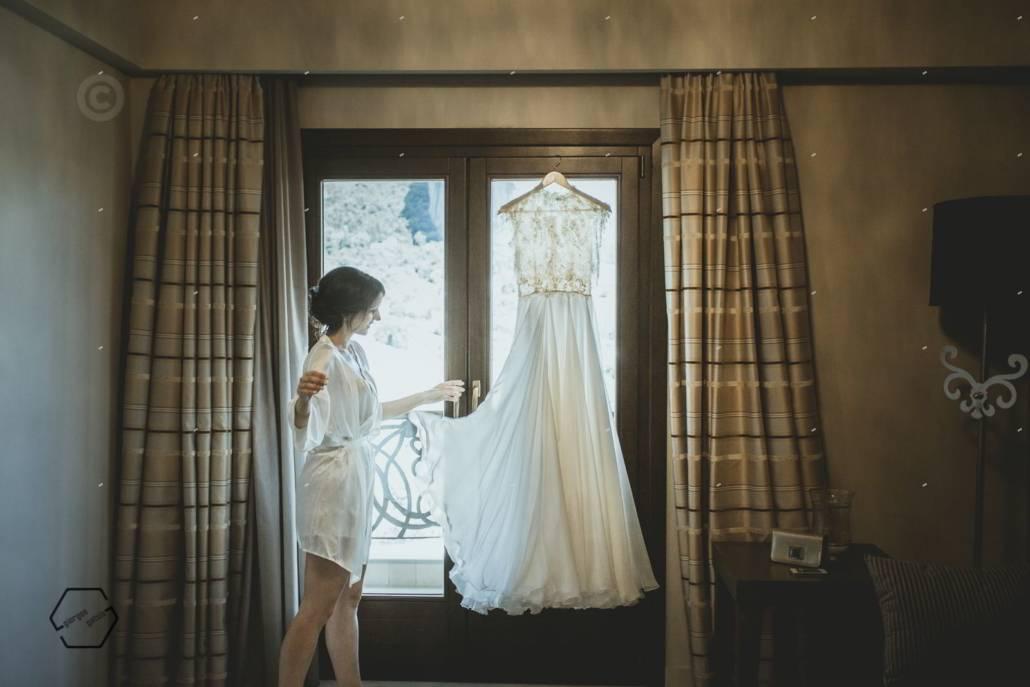 6c26594a9e31 romantic wedding at Grand Meteora hotel •