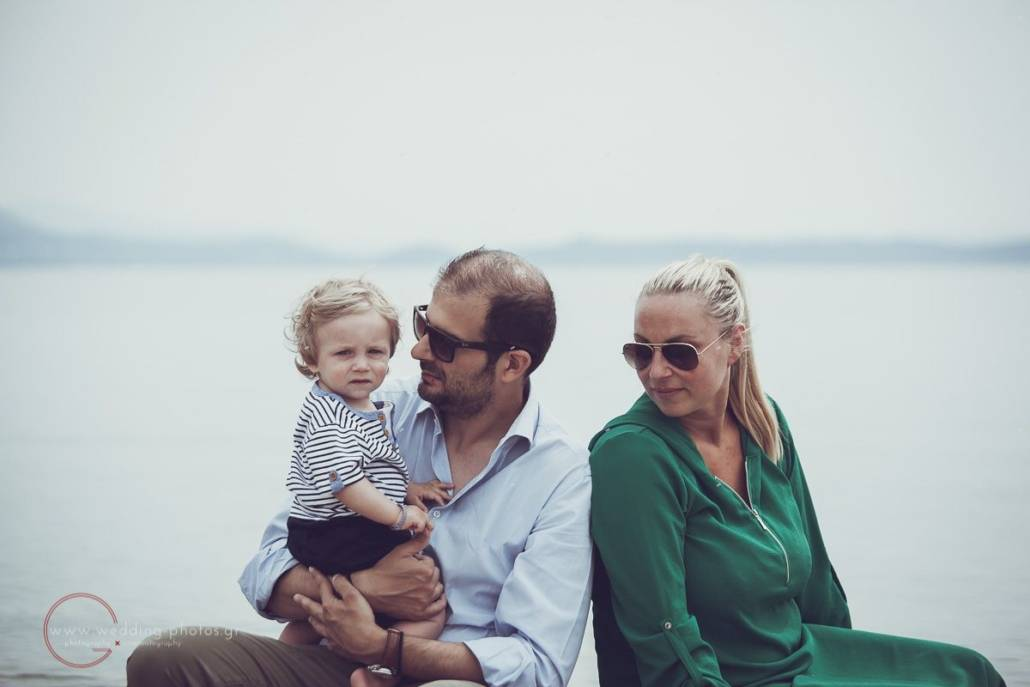 οικογενειακή φωτογραφία στην παραλία