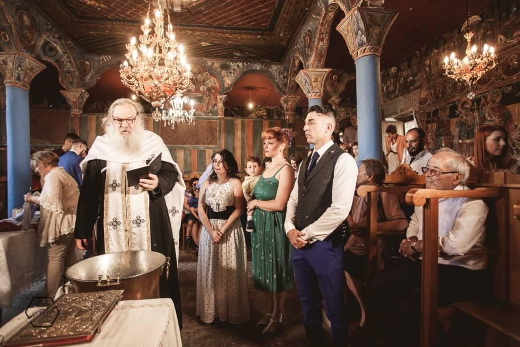 βάφτιση σε παλιά εκκλησία