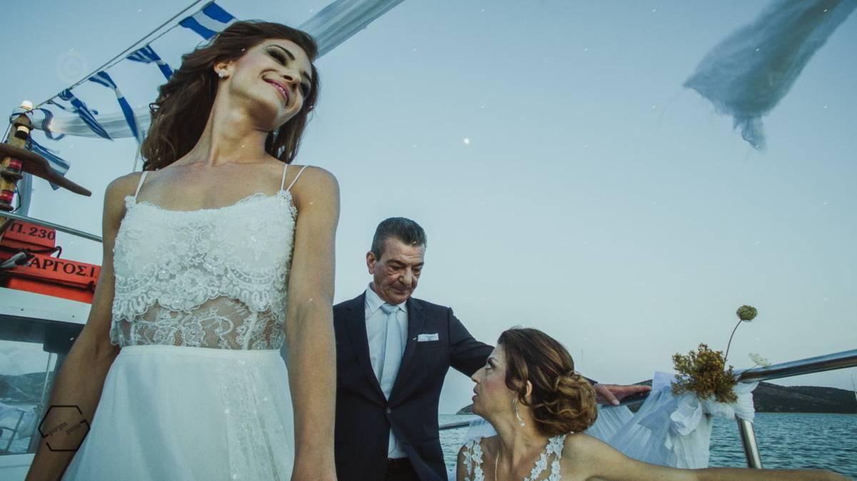 είσοδος νύφης με καΐκι