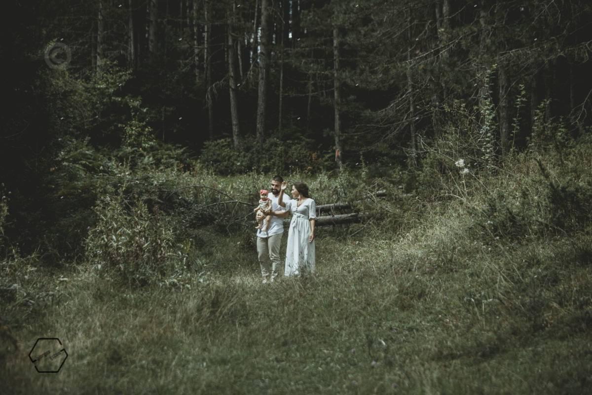 οικογενειακή φωτογράφιση στο δάσος
