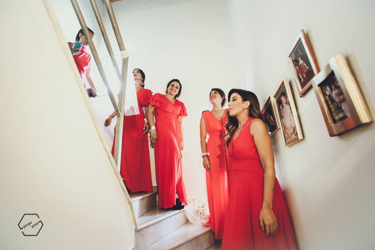 bridemaids in red