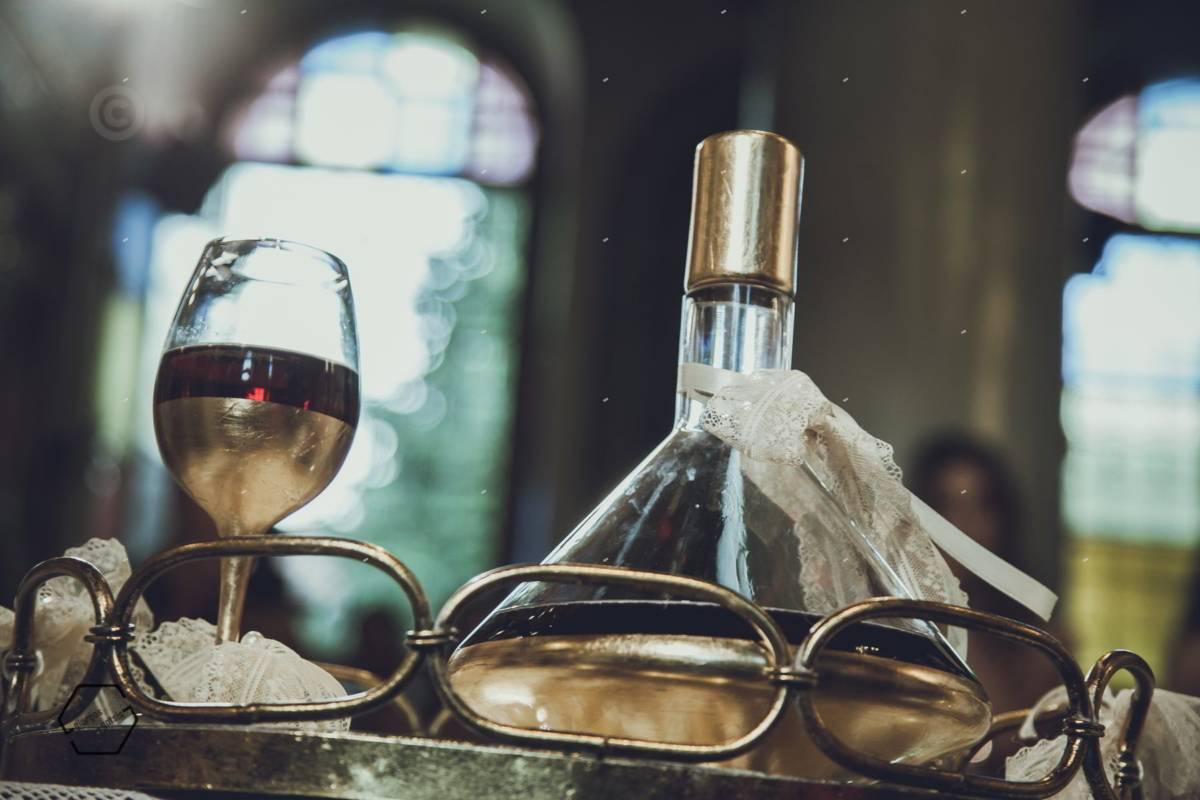 κανάτα με κρασί σε γάμο