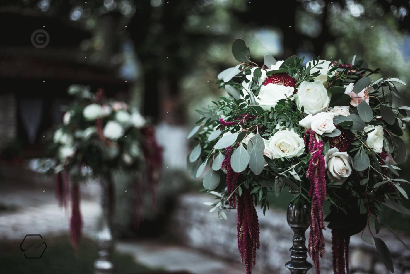 στολισμός γάμου λευκά τριαντάφυλλα