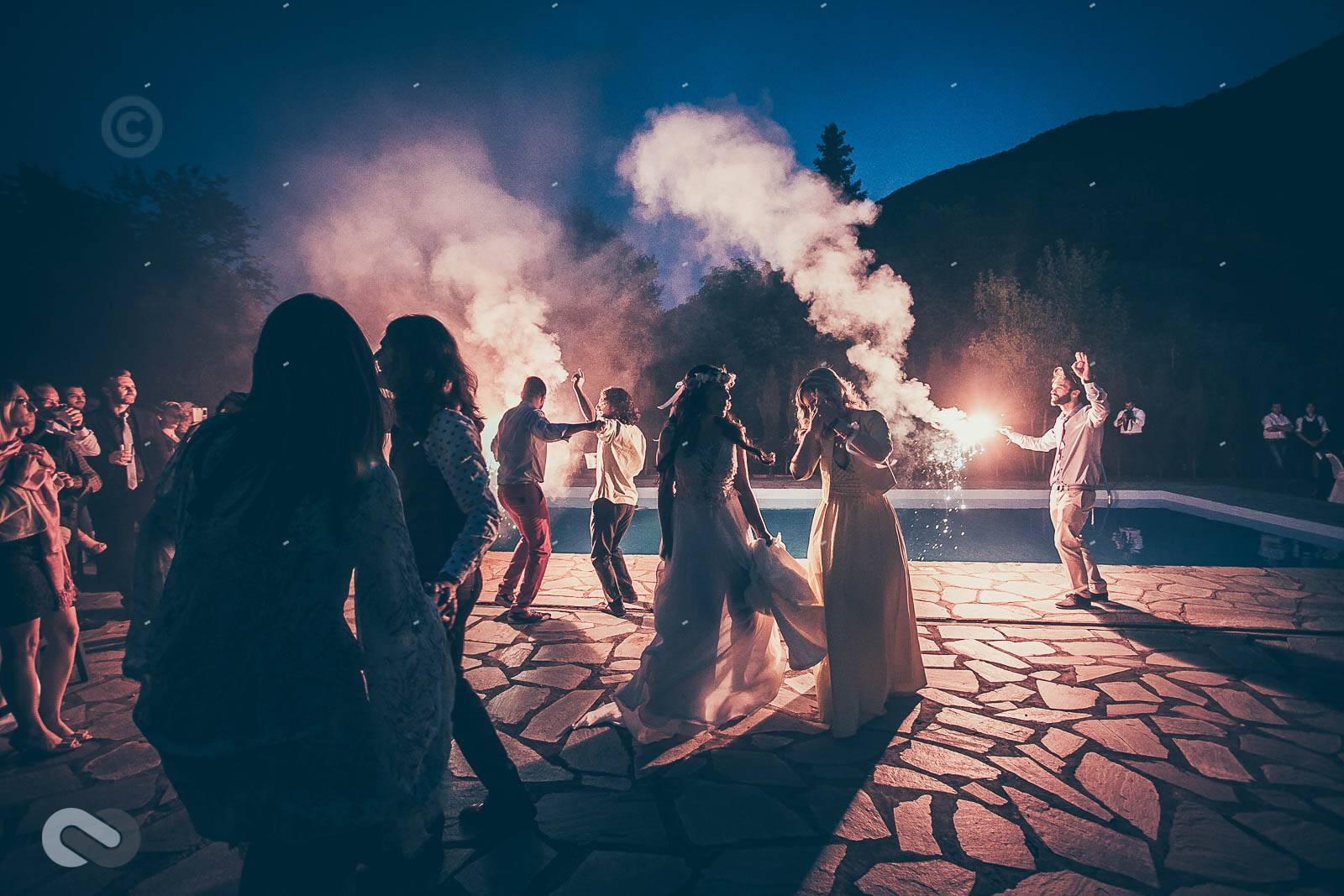 σήμερα θα το κάψουμε, γαμήλιο πάρτι