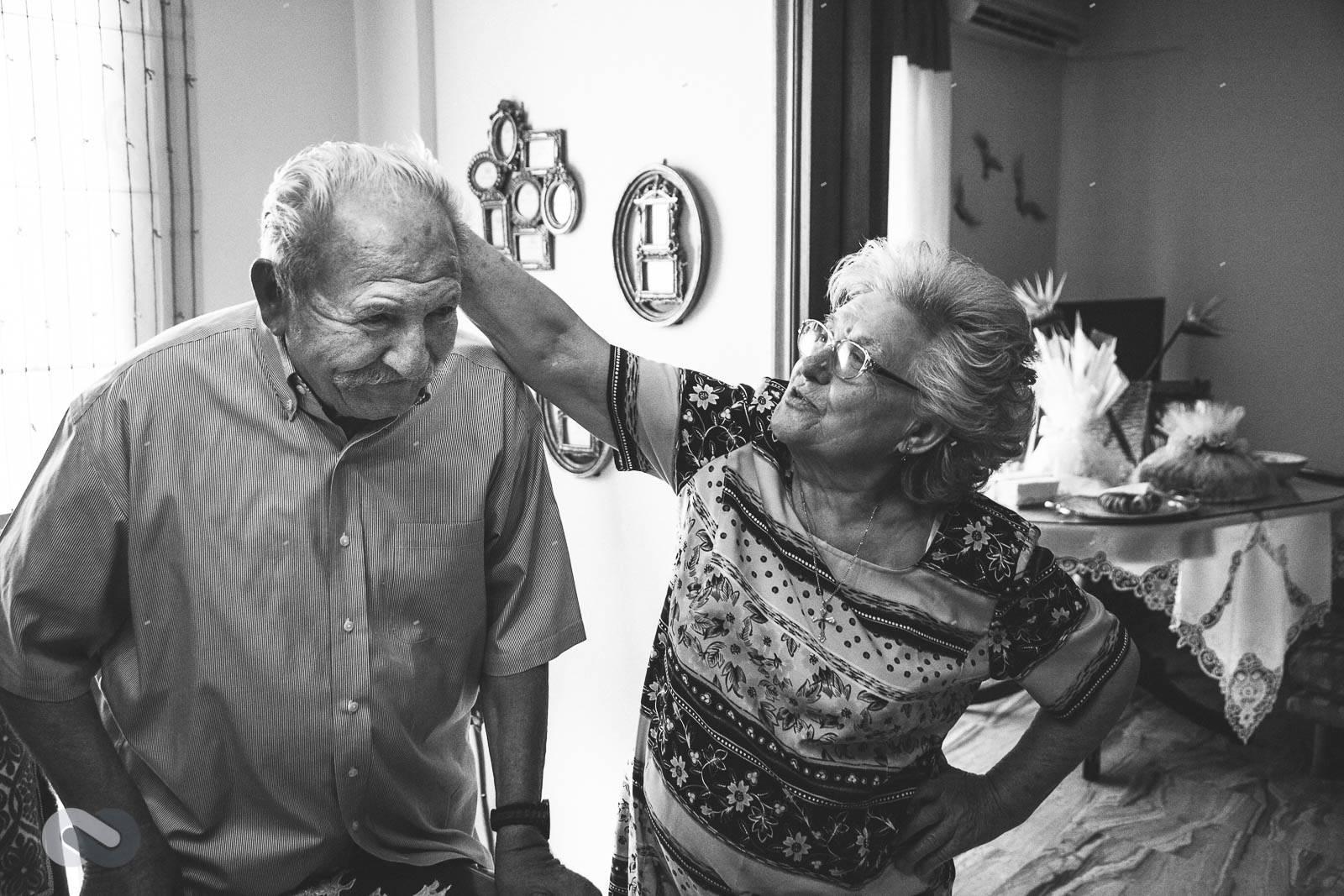 το απίθανο ζευγάρι παππούδων
