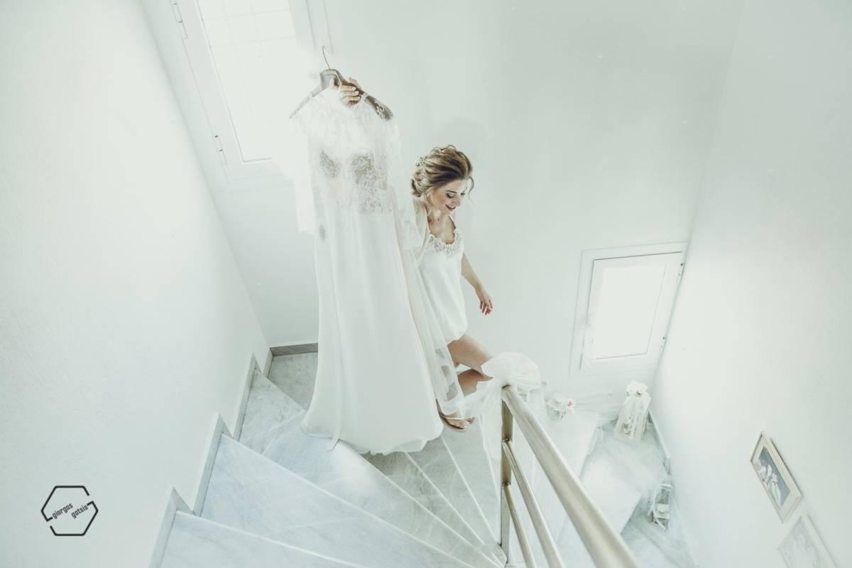 νύφη και νυφικό φόρεμα